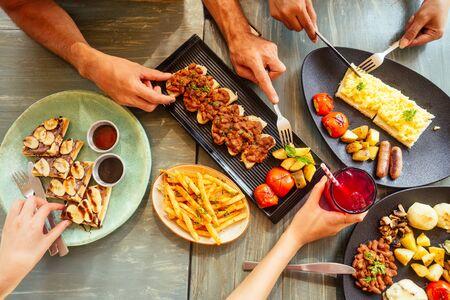 Photo pour Group of friends having breakfast in the restaurant - image libre de droit