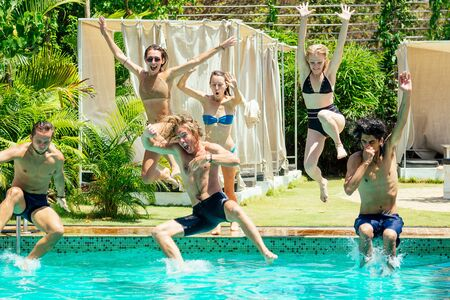 Photo pour aquamarine color swimmingpool friends chillout in hot summer - image libre de droit