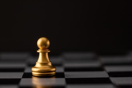 Photo pour gold chip on the chessboard and black background - image libre de droit