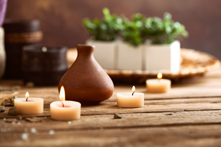 Photo pour Spa and wellness setting with candles - image libre de droit