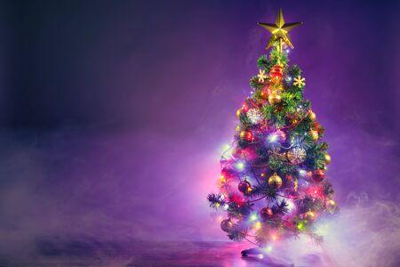 Photo pour Christmas tree in frozen mist - image libre de droit