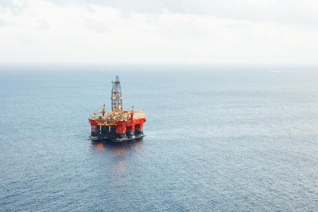Photo pour offshore oil and gas platform - image libre de droit