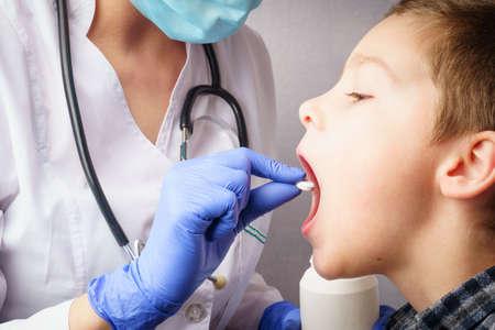 Photo pour female pediatrician giving medicine to her little patient. medicine and healthcare concept - image libre de droit