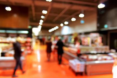 Foto de Supermarket blur background with bokeh - shoppers at grocery store with defocused lights - Imagen libre de derechos