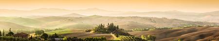 Photo pour Tuscany, Italy landscape. Super high quality panorama taken at wonderful sunrise. Vineyards, hills, farm house. - image libre de droit