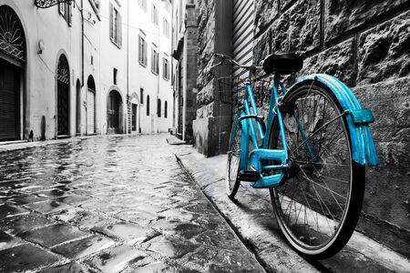 Photo pour Retro blue bike on old town street. Color against black and white. Vintage style. Florence, Italy - image libre de droit