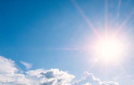 Photo pour beautiful sky with sunbeams and cloud - image libre de droit