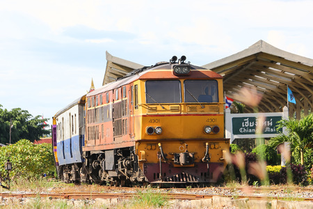 Photo pour CHIANG MAI, THAILAND - MAY 15 2013: Old Dlesel Alsthom locomotive no.4301 at chiangmai railway station, thailand. - image libre de droit