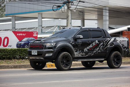 Photo pour Chiangmai, Thailand - May 23 2019: Private Pickup car, Ford Ranger. On road no.1001, 8 km from Chiangmai city. - image libre de droit