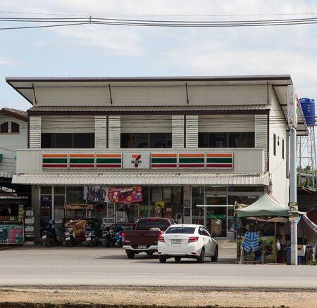 Photo pour Chiangmai, Thailand - June 21 2019:  7-11 store. Location on road no121.  About 6 km from chiangmai city. Chiangmai, Thailand. - image libre de droit