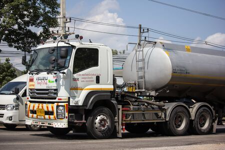 Photo pour Chiangmai, Thailand -  October 29 2019:  Oil Truck of Perfect Logistic  Oil transport Company. On Truck on road no.1001, 8 km from Chiangmai city. - image libre de droit