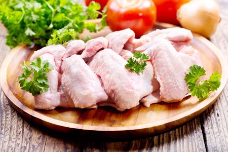 Foto für raw chicken wings with parsley - Lizenzfreies Bild