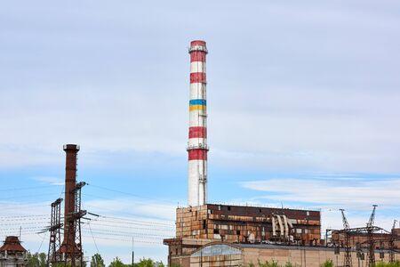 Photo pour Brick pipe factory against a blue sky, summer day. Kherson, Ukraine - image libre de droit