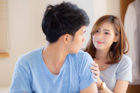 Photo pour Young asian couple a problem and woman ask forgive and sorry with man feeling angry at bedroom, asia wife excuse convince husband with relationship, family and lifestyle concept. - image libre de droit