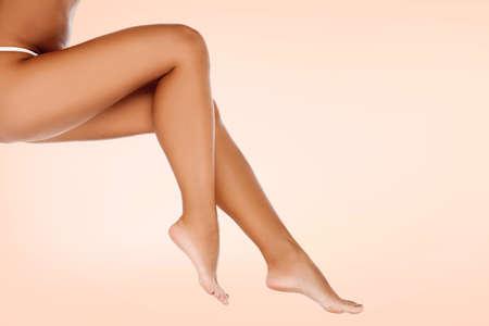 Photo pour Long smooth female legs, skin care concept - image libre de droit