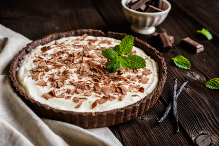 Cheesecake with vanilla mascarpone filling, cocoa crust and chocolate shavings