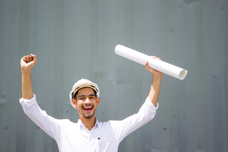 Foto de Asian engineer age between 20-30 years old smiling when jobs done. - Imagen libre de derechos