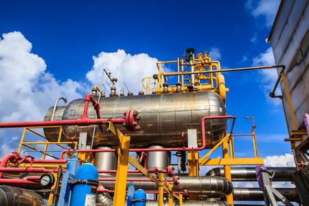 Photo pour Offshore Industry oil and gas production petroleum pipeline. - image libre de droit