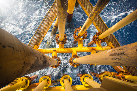 Foto per Offshore Industry oil and gas production petroleum pipeline. - Immagine Royalty Free