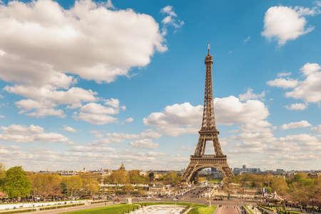Photo pour Paris France city skyline at Eiffel Tower and Trocadero Gardens - image libre de droit