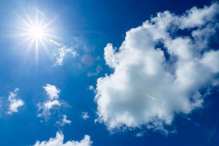 Foto de Blue sky with white cloud and sun with flare. - Imagen libre de derechos