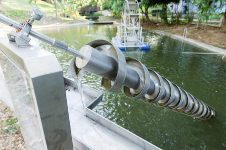 Foto de The Archimedes screw, Archimedean screw or screwpump, is a machine historically used for transferring water from a low-lying body of water into irrigation ditches. - Imagen libre de derechos