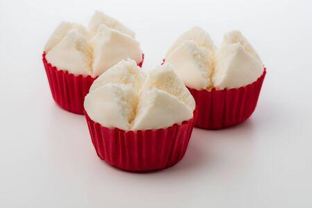 Foto de Thai steamed cupcakes isolated over white background. Thai steamed cupcakes or cotton wool cupcakes also called Pui Fai in Thai. Pui Fai is light and fluffy traditional Thai dessert. - Imagen libre de derechos
