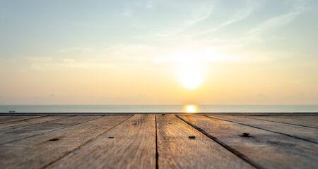 Photo pour Viewing the sunrise at the beach in Hua Hin - image libre de droit