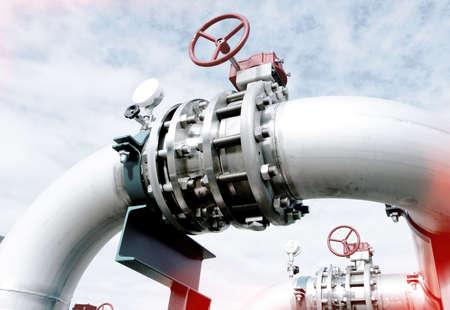 Photo pour Industrial zone, Steel pipelines and valves against blue sky - image libre de droit