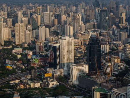 Photo pour BANGKOK, THAILAND - MAY 20 : View of many buildings in Bangkok looking from 83 th floor at BAIYOKE SKY TOWER BUILDING on MAY 20,2017 in Bangkok Thailand - image libre de droit