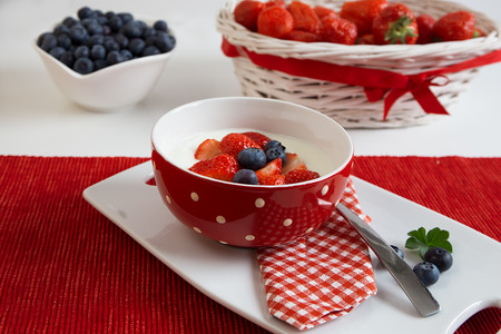 Fresh strawberries with yoghurt