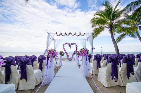 Foto de Flower decorated in heart shape in wedding ceremony which set up on the beach. - Imagen libre de derechos