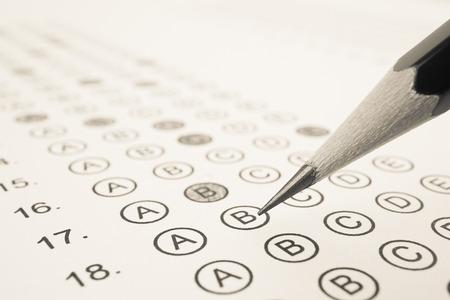 Photo pour Answer sheet and pencil for education concept - image libre de droit