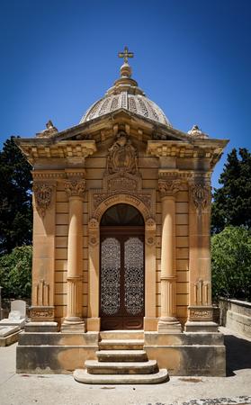 Foto per The old single family crypt on a blue sky background. Santa Marija Addolorata cemetery. Paola. Malta. - Immagine Royalty Free