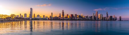Photo pour Panorama Chicago downtown skyline sunset Lake Michigan with most Iconic building from Adler Planetarium, Illinois, USA - image libre de droit