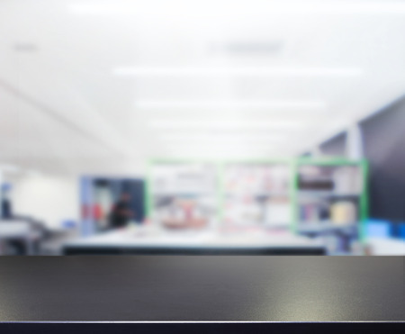 Photo pour Table Top And Blur Office of the Background - image libre de droit