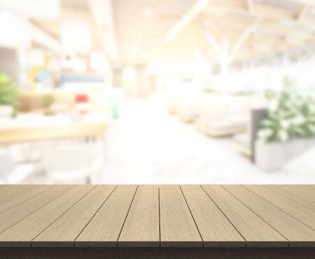 Photo pour Table Top And Blur Restaurant Of The Background - image libre de droit