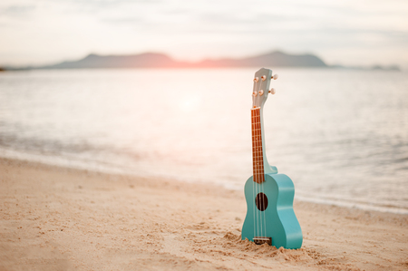 Foto de Ukulele on the beautiful beach in Hawaii - Imagen libre de derechos