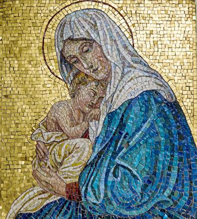 Foto de Mosaic of Virgin Mary with Child Jesus - Imagen libre de derechos