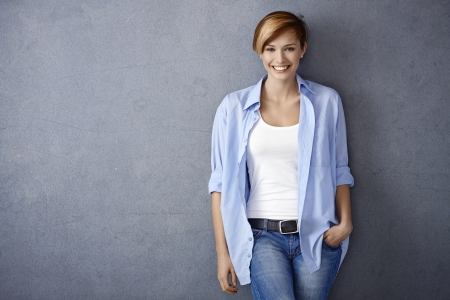 Photo pour Happy young woman in casual clothes, smiling - image libre de droit