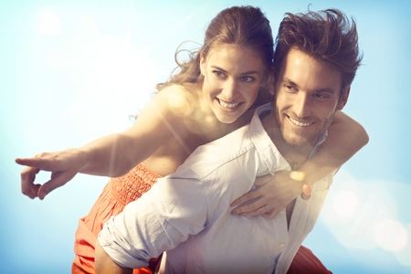 Photo pour Romantic loving couple piggyback on summer holiday. - image libre de droit