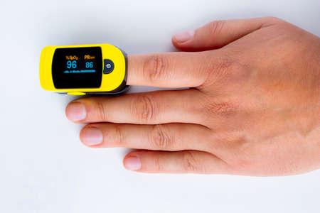 Photo pour A persons hand palm using a pulse oximetry, noninvasive method for monitoring people's oxygen saturation. - image libre de droit