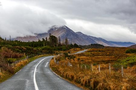 Photo pour Journey on wild atlantic way in Connemara in Ireland - image libre de droit