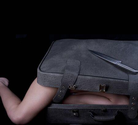 Photo pour Dead blonde body in suitcase - image libre de droit