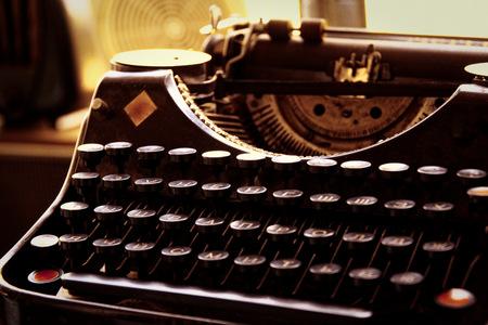 Foto de Old typewriter in antique photography vintage simulated, grunge photo. - Imagen libre de derechos