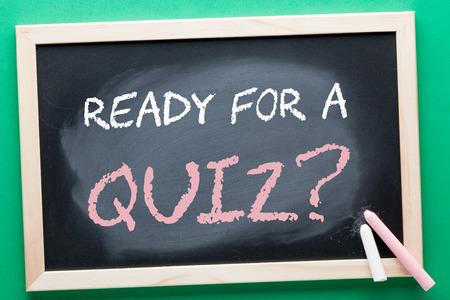 Photo pour READY FOR A QUIZ question written on blackboard and color chalks. Business concept. - image libre de droit