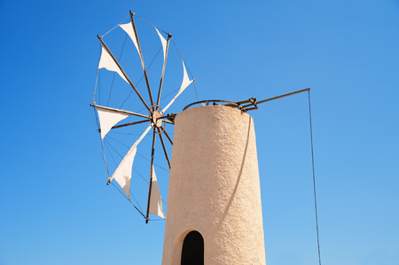 Typische WindmÃŒhle auf der griechischen Insel Kreta,Typical windmill on the Greek island of Crete