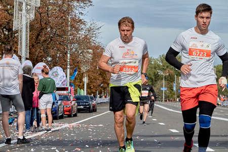 Foto de September 15, 2019 Minsk Belarus Close up of two athletes running on the city route of the half marathon in Minsk - Imagen libre de derechos