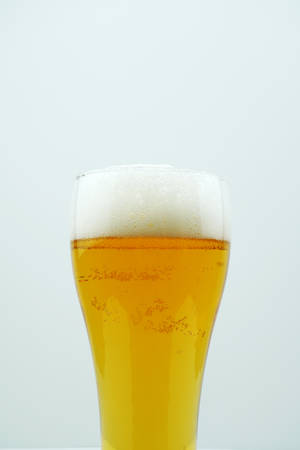 Photo pour Full beer glass, A glass of cold beer macro photography, cool beer object - image libre de droit