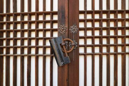 Photo pour Korean traditional house door - image libre de droit